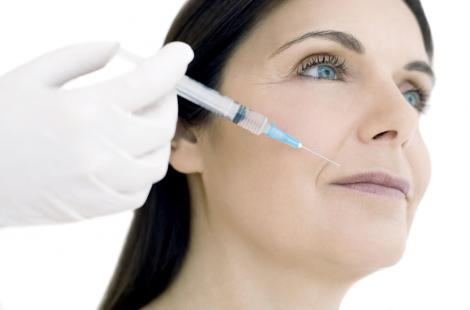 Les injections intradermiques de collagène visent à combler l'affaisement naturel de la peau